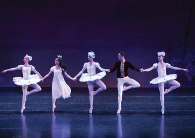 COM-Ballet25YrsCvrStry-p5-SPON