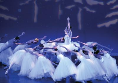 COM-Ballet25YrsCvrStry-p7-SPON